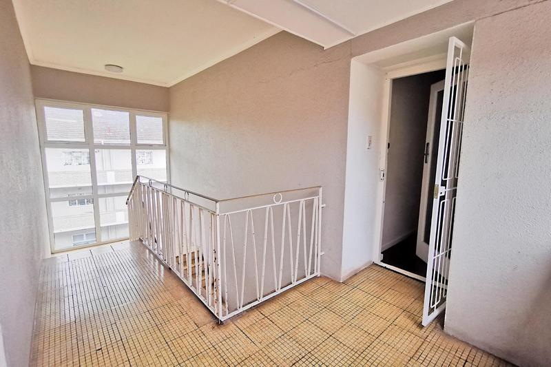 Apartment / Flat For Rent in Kenilworth, Cape Town